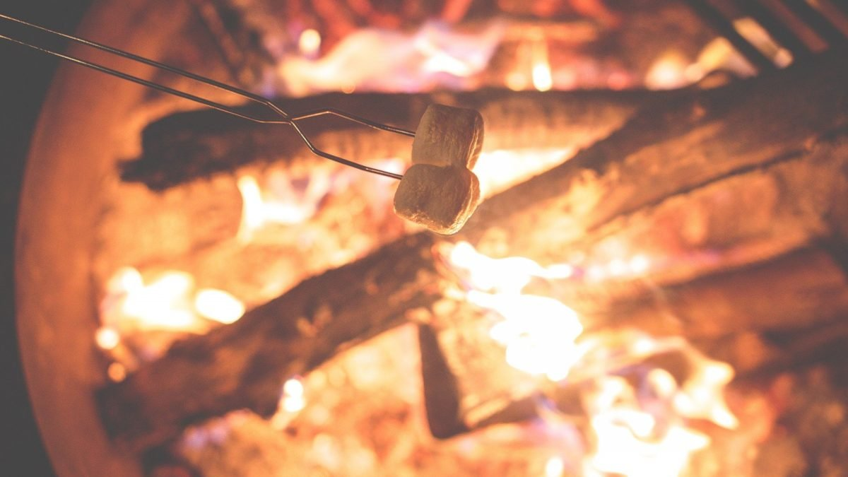 How to host a bonfire party